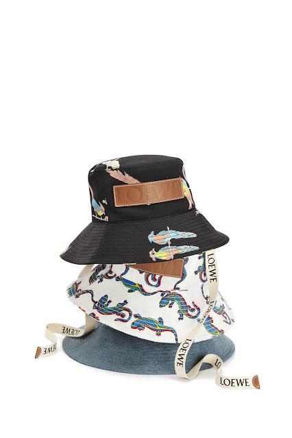 accessori primavera 2021 tendenza accessori primavera 2021 borsa roman stud Valentino anelli le mans  fermacapelli a forma di delfino accessories for spring 2021 design e fashion mariafelicia magno fashion blogger colorblock by felym fashion bloggers italy
