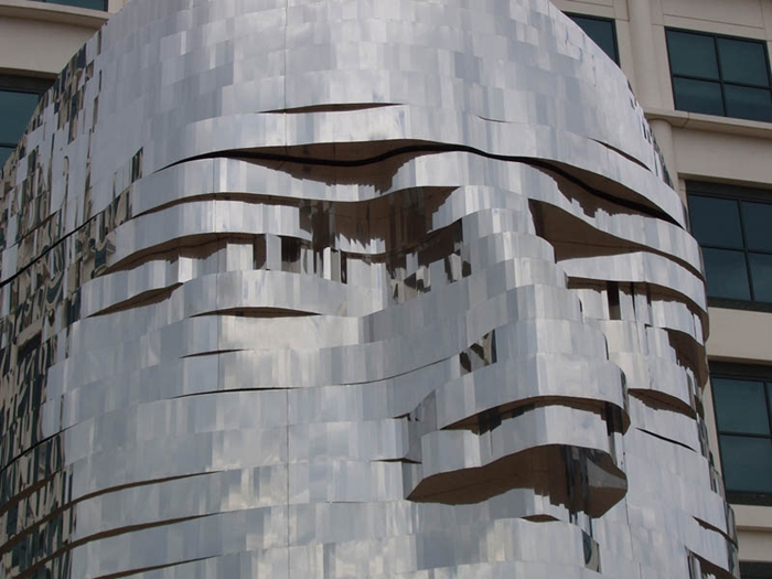 Metalmorphosis | Giant Rotating Heads by David Cerny