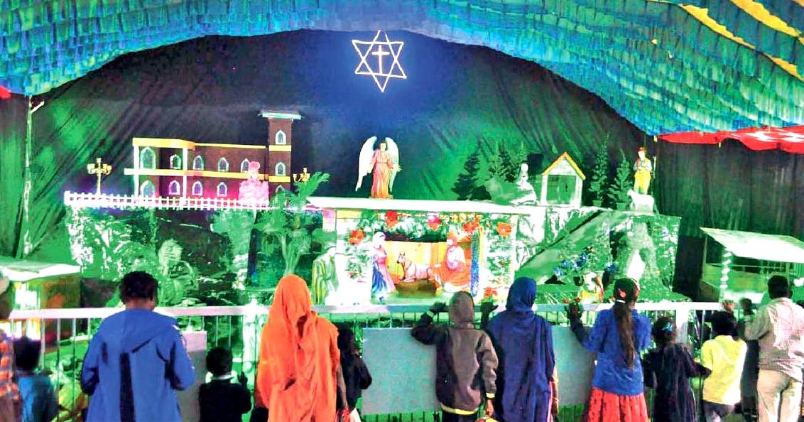 Jhabua News-क्रिसमम मेले में हजारों लोगों ने लिया झूले-चकरी का आनंद, सजी दुकानों पर की जमकर खरीददारी Crismas jhabua