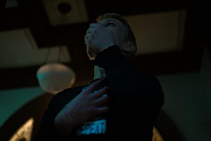 Shudder показал трейлер хоррор-антологии «Мертвецкая тьма» - сериал выйдет в апреле