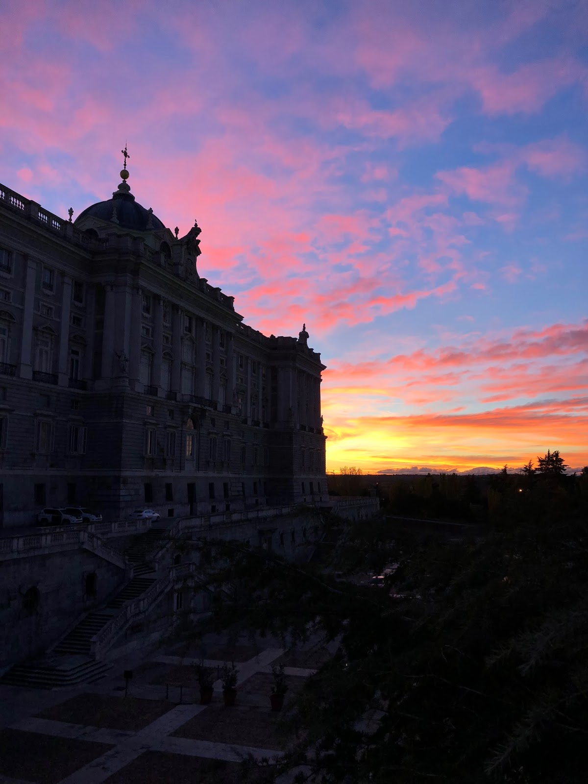 where-to-see-madrid-dc-travel-blogger-spain-sunset-grand-palace