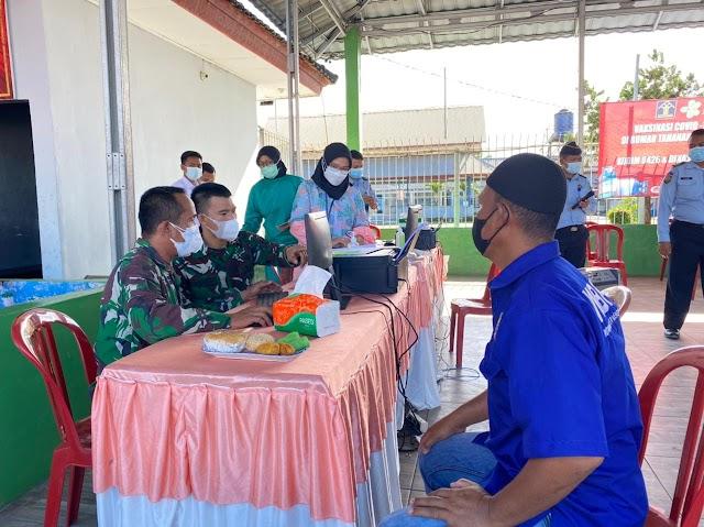 250 WBP Rutan Kelas IIB Menggala Ikuti Vaksinasi Covid - 19 Tahap Pertama