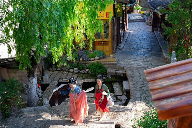 Lijiang - an ancient town with four seasons of flowers and grass