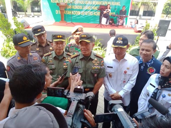 Binter Terpadu Kodim 0510/Trs Diwarnai Bazar Murah dan Pemeriksaan Kesehatan