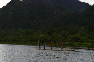 Kapalo Banda Taram dengan Rakit bambunya