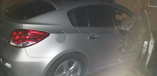 Em Picuí, carro pega fogo no bairro JK durante a madrugada; veja vídeo