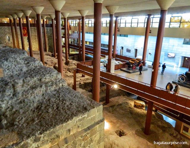 Alicerces de construções mouras e romanas no Alcázar de Toledo