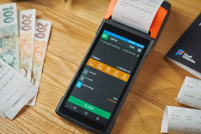 شركة آبل تشتري تطبيق يحول الهاتف المحمول إلى جهاز دفع عبر البطاقة الإئئتمانية