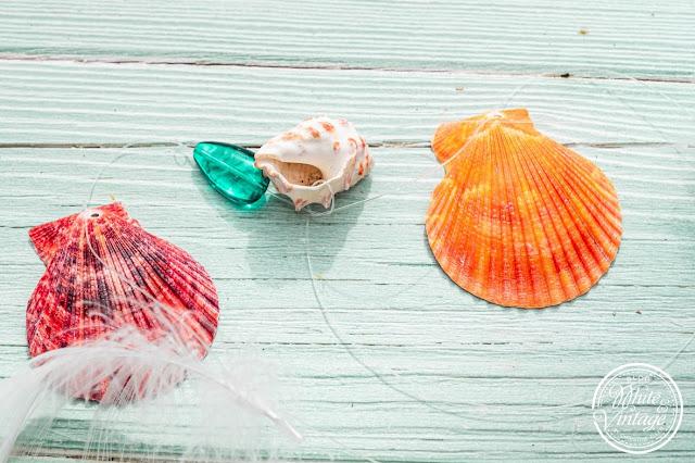 Muscheln auf Nylonschnur auffädeln
