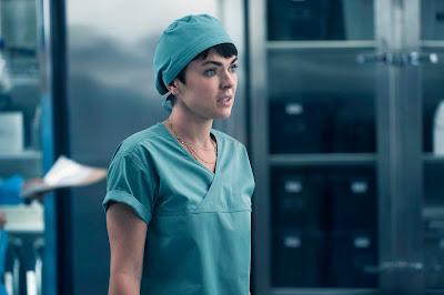 Serinda Swan como Dr. Jenny Cooper  (Divulgação: Universal TV)