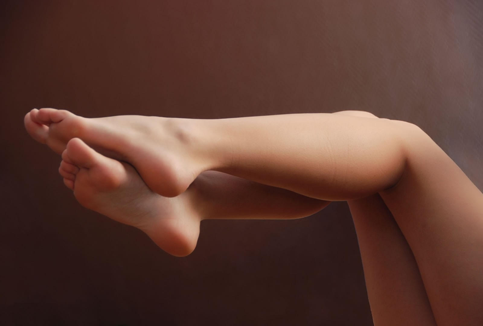 It is true that waxing can cause a bit of pain; but the smooth and beautiful legs that you get after putting up with that little amount of hurting makes you forget all that discomfort.