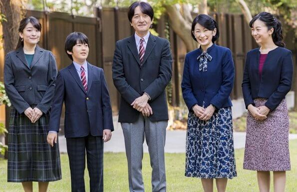 Crown Prince Fumihito and Crown Princess Kiko, and their daughters Princess Mako and Princess Kako
