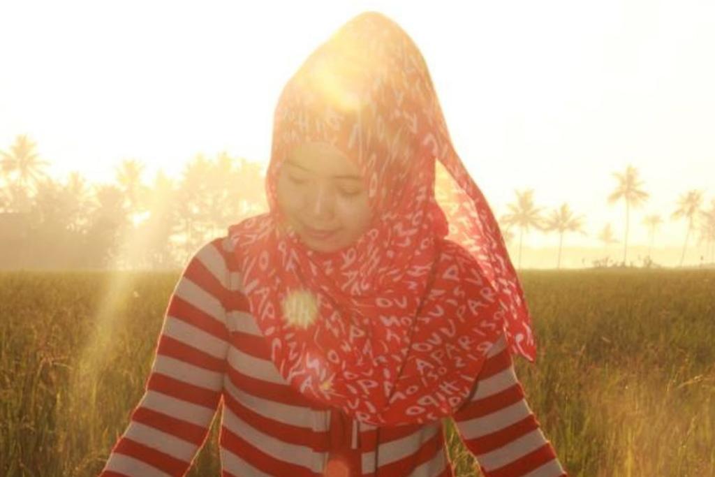 fungsi backlight dalam fotografi cewek model hijab