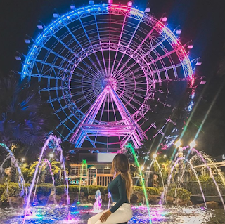 Blogueira Bárbara Olimpia na roda gigante Icon 360 em Orlando - Flórida