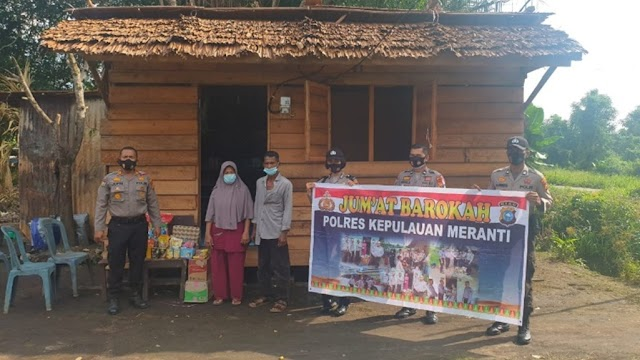 Program Jum'at Barokah, Polres Meranti Salurkan Bantuan Sembako di Desa Mekong