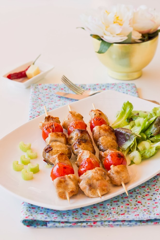 Brochetas de pollo marinado