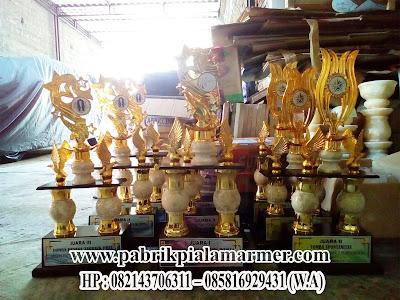 Model Piala Perlombaan