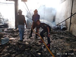 Dua Unit Ruko Terbakar di Medang Deras