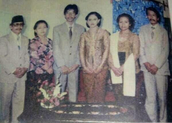 Foto Tunangan Jokowi_do2 DENGAN IrianaJokowi 1986