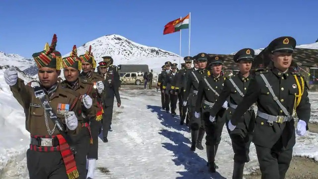Chinese and Indian soldiers in disputed border areas in Ladakh region. (Photo: PTI)
