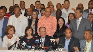 Reinaldo Pared Pérez renuncia; alega desigualdad y desequilibrio en el proceso interno