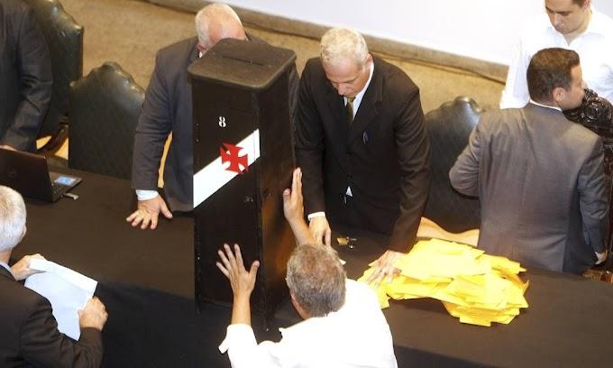 Tempo entre eleições e posse podem gerar turbulências na direção do Vasco