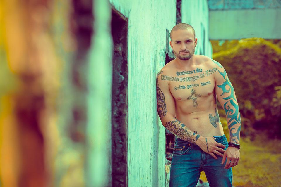 Rafael Kowalski, Mister Amazonas Fitness 2016, mostra o corpo sarado em ensaio. Foto: Yraq Lima