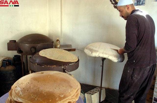 يعـ.ـمل-لمدة-6-ساعات-يومياً-,-مشـ.ـروع-صغير-لشاب-في-السويداء-بتصـ.ـنيع-'الخبز-العربي'-يحقق-له-مـ.ـصدر-دخـ.ـل-دائم.