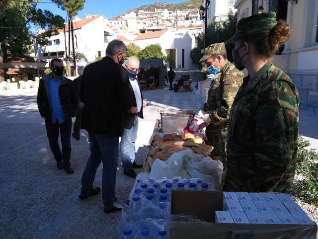 Σάμος: Οι ΕΔ συνδράμουν με σκηνές-διανομή φαγητού-αποκατάσταση οδικού δικτύου (ΦΩΤΟ)