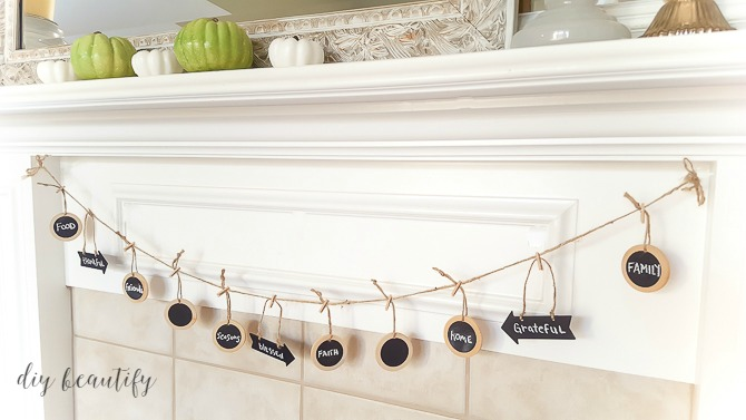 easy Thanksgiving garland with chalkboard tags