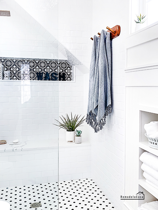 modern farmhouse bathroom walk-in shower