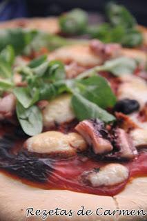 Pizza de pulpo y canónigos