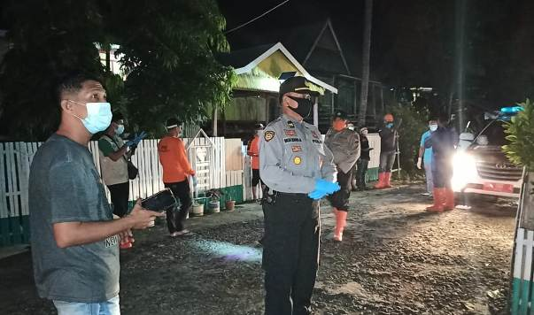 Gugus Tugas Penanganan COVID-19 Selayar Jemput Keluarga Pasien Positif Corona Di Bontomatene