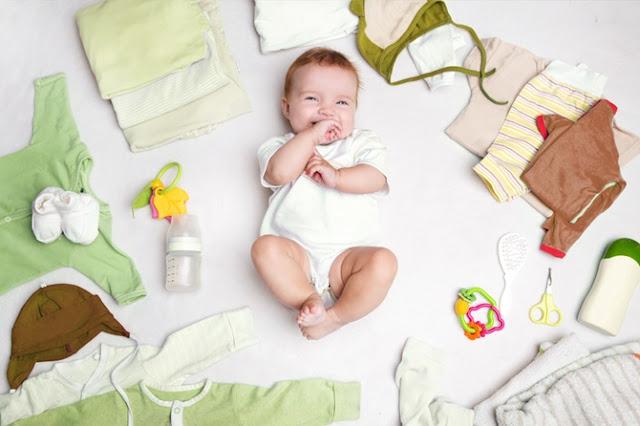 قائمة بملابس المولود الجديد