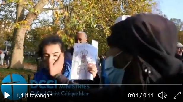 Pengkhotbah Kristen Kena Tampar di Wajah saat Bicara Menampilkan Kartun Nabi