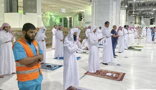 Beginilah Suasana 'Physical Distancing' Saat Shalat Tarawih di Masjidil Haram