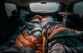 tempat tidur dalam mobil