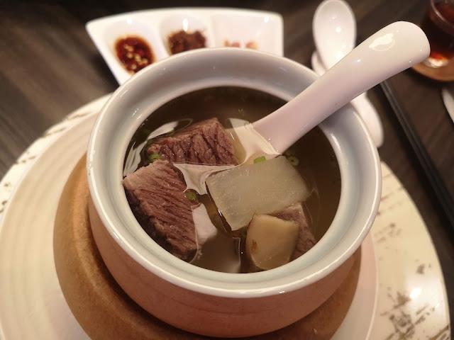 松茸清汤和牛腩