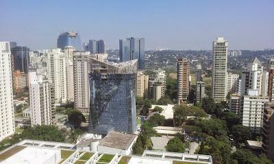 Modernos edifícios corporativos no Itaim em São Paulo