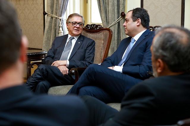 Paulo Câmara discute parcerias com Ministério da Educação