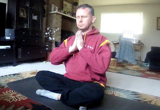 Stacy Mizrahi meditating