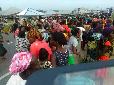 THOUSANDS OF TRAVELLLERS STRANDED AS DELTA STATE WOMEN PROTEST OVER RAPE AND KILLING BY FULANI HERDSMEN