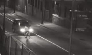 Δείτε με ποιον απίστευτο τρόπο κλέβουν τα αυτοκίνητα... (video)