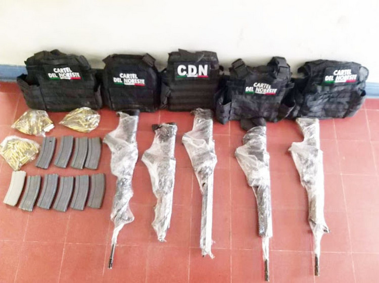 Elementos de la Fuerza Civil madrugan a sicario del Cartel del Noreste con armas, pecheras y gorras en Vallecillo, Nuevo León