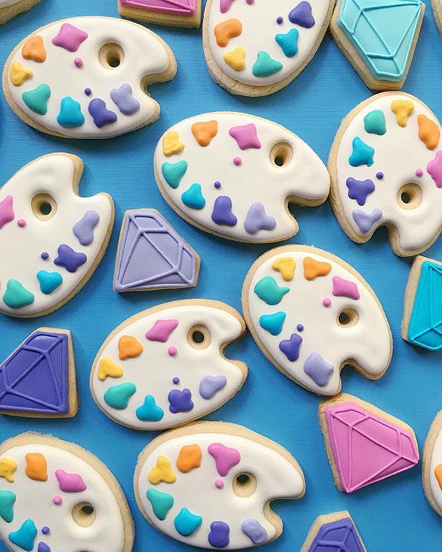 Diseñador gráfico aplica sus habilidades profesionales para hacer galletas