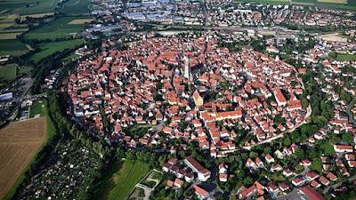 foto Nördlingen ciudad dentro de un cráter de impacto