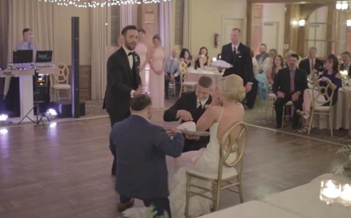 Video: Novia no pudo dejar de reír en su boda