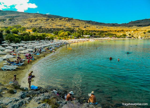 Praia de Gialós, na Enseada de Lindos, Rodes, Grécia