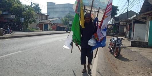 Ingin Temui Jokowi di Kampanye Akbar, Gus Widodo Nekat Jalan Kaki Surabaya-Jakarta
