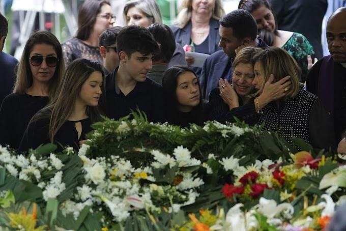 Corpo do apresentador Gugu é enterrado em São Paulo
